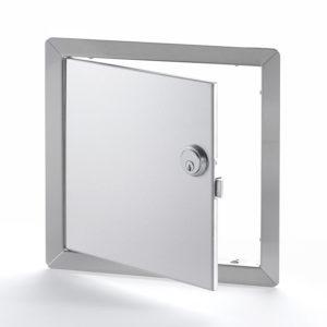 Panneau d'accès à usage universel, en acier inoxydable avec cadre apparent. Cylindre pour mortaise à enclenchement automatique , chemin de clés identiques, penture de type goupille