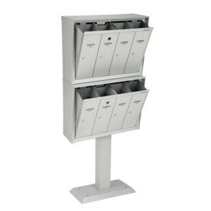 Boîtes aux lettres verticales à panneau frontal basculant, modèle superposé sur piédestal, à installer à l'extérieur d'un immeuble